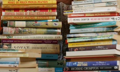 Piles-of-childrens-books--005